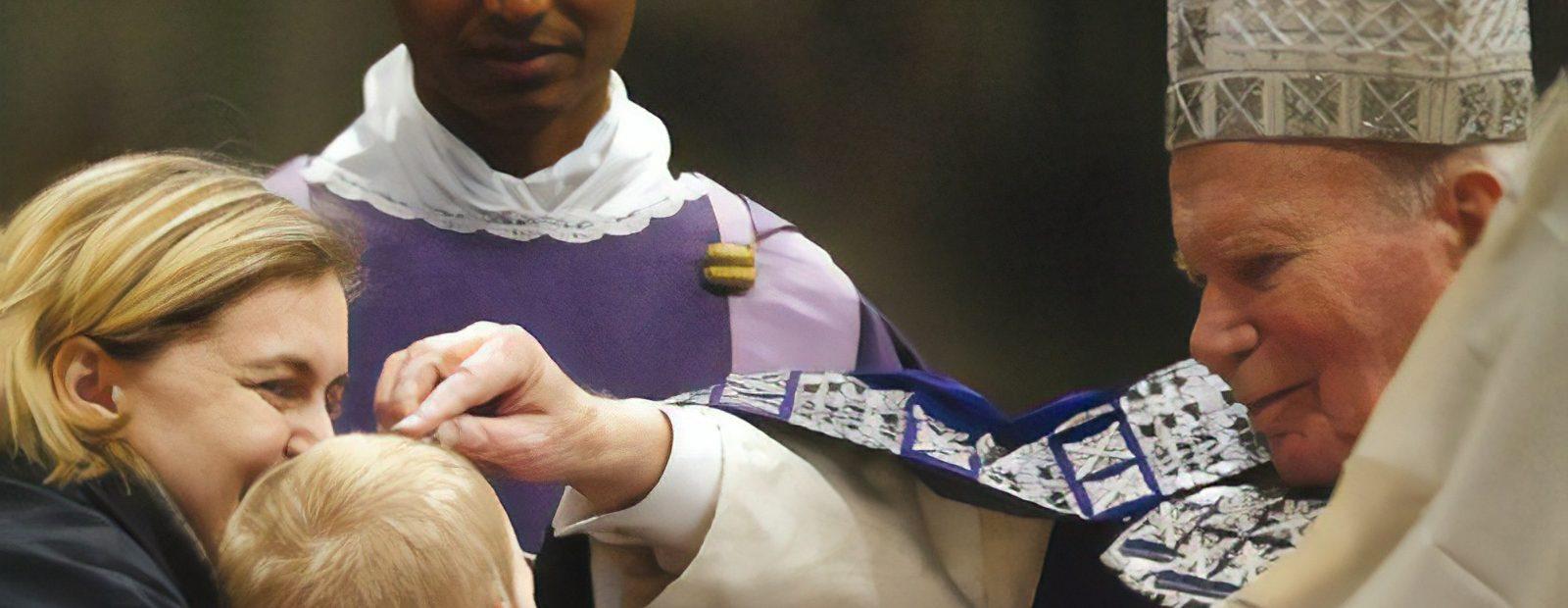 an Paweł II posypuje popiołem głowę małego chłopca podczas Mszy św. w Bazylice św. Piotra w Watykanie w Środę Popielcową 2004 r.